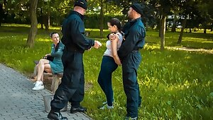 LAW4k. Policeman teaches young spread out that stealing is very