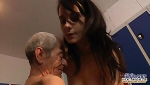 Young girl is ergo kinky that fucks an old fart at hand a locker field